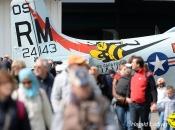 La foule devant l'AD-4N_LFA 20156_01